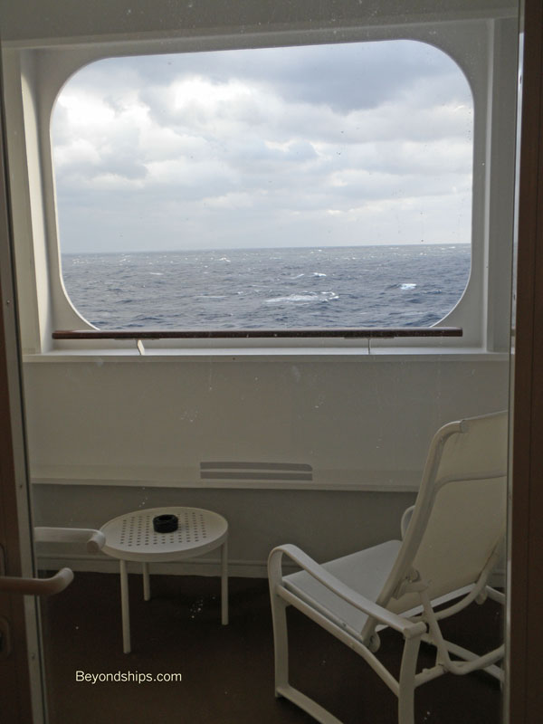 Queen mary 2 qm2 photo tour othersuites and staterooms for Sheltered balcony qm2