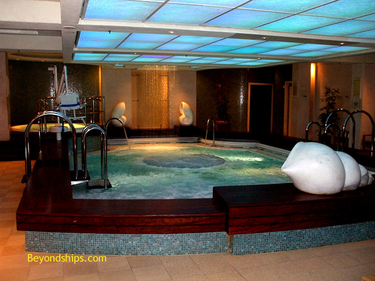 Queen mary 2 canyon ranch spaclub - Queen mary swimming pool victoria ...