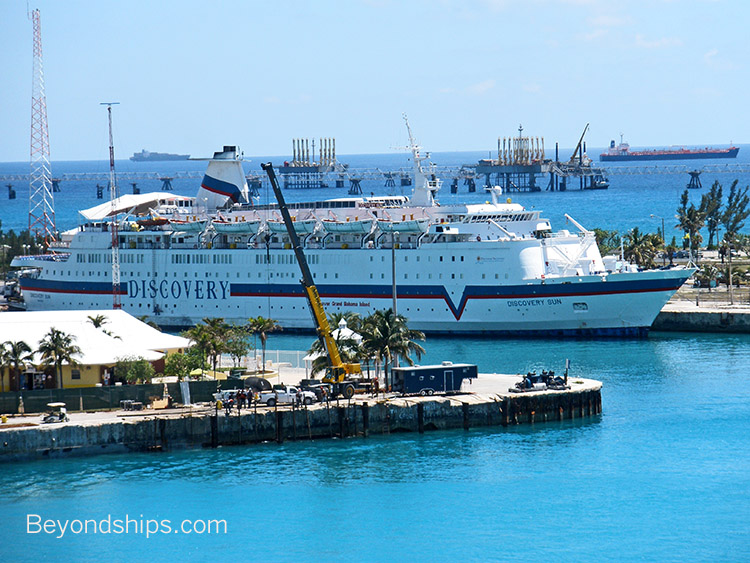Small Cruise Ship Photo Gallery - Discovery sun cruise ship