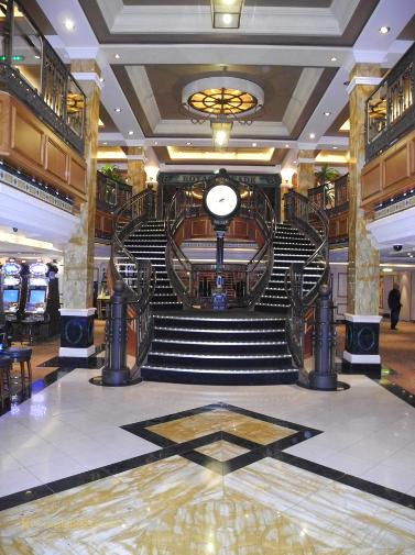 Cruise ship photo - Cunard Line - Queen Victoria - forward atrium