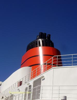 cruise ship photo - Queen Victoria - Cunard Line - funnel