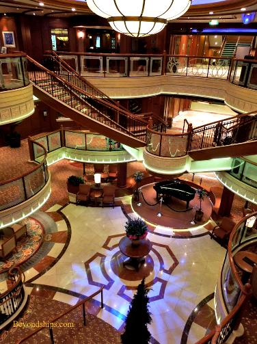 Cruise ship photo - Cunard Line - Queen Victoria - central atrium