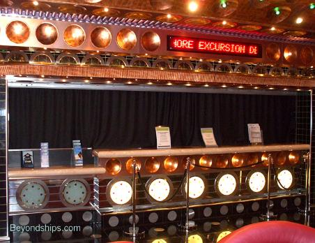 shore excursions desk, Cruise ship Carnival Splendor