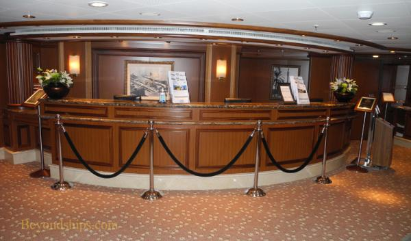 Cruise ship photo - Cunard Line - Queen Victoria - Tour Office