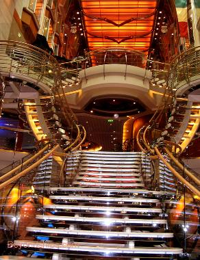 Cruise ship Independence of the Seas Royal Promenade