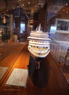 Cruise ship photo - Cunard Line - Queen Victoria - ship model