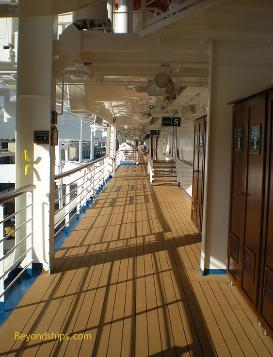Ruby Princess promenade