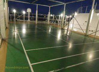 Cruise ship photo - Cunard cruise liner Queen Victoria - deck tennis