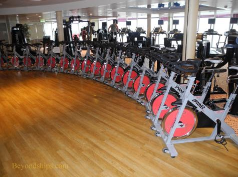 cruise ship photo Cunard's Queen Victoria - spinning class