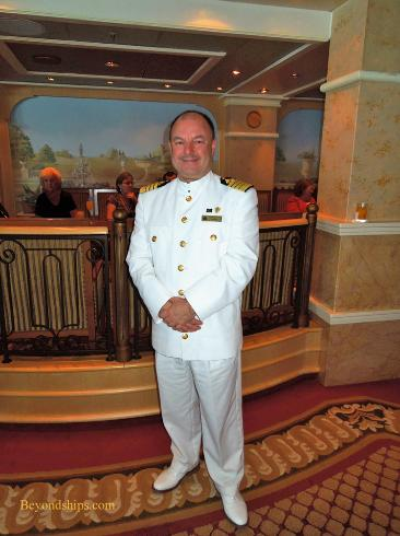 Cruise ship photo - Cunard Line - Queen Victoria - captain philpott