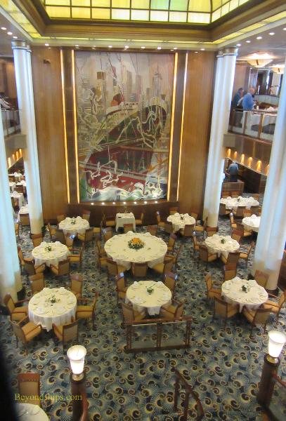Britannia dining room on Queen Mary 2