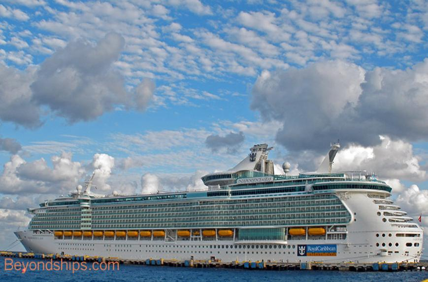 Image of Royal Caribbean cruise ship Independence of the Seas